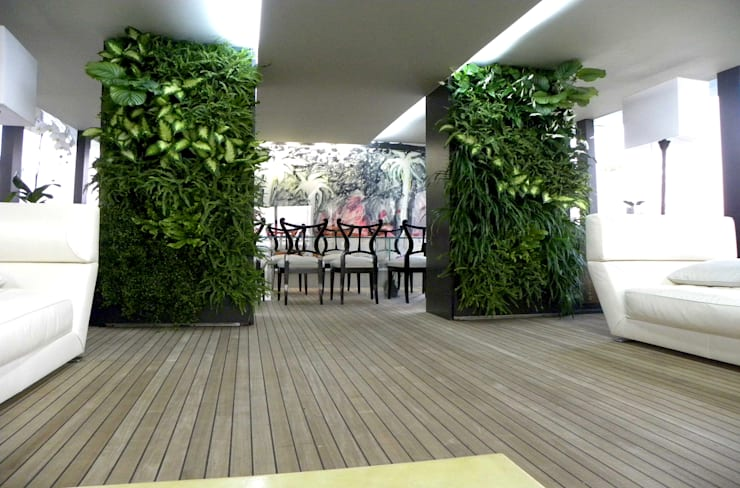 vertical garden: Giardino in stile in stile Moderno di Architettura & Servizi