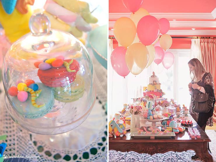 Detalhes da linda e colorida mesa de doces: Sala de jantar  por Lima Limão-  Festas com charme