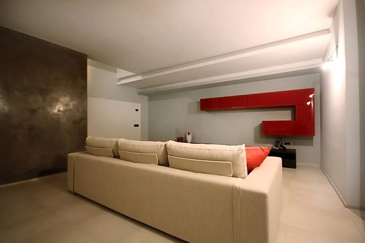 Private Flat APP_G_AL: Soggiorno in stile  di Diego Bortolato Architetto