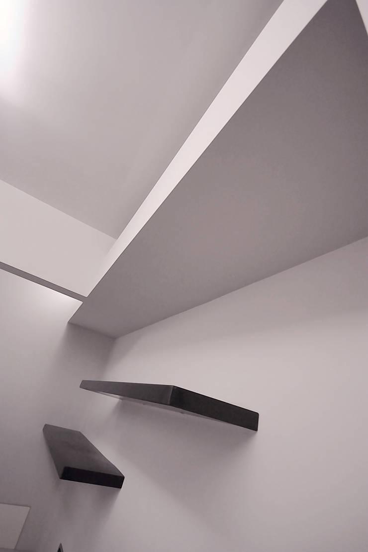 Private Flat APP_G_AL: Spogliatoio in stile  di Diego Bortolato Architetto