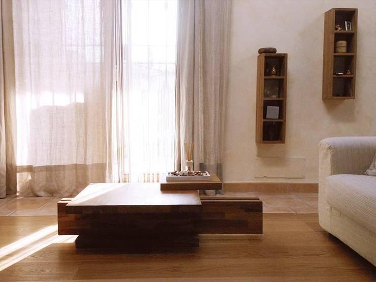 EtnoCHIC :: la casa di Stefano e Patrizia: Soggiorno in stile  di Spazio 14 10 di Stella Passerini