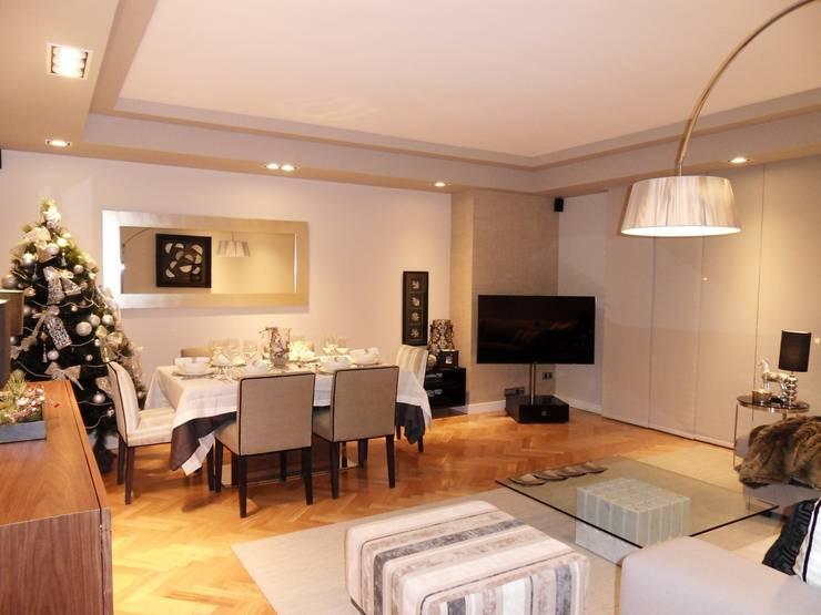 Una vivienda sosegada: Salones de estilo clásico de Ismael Blázquez | MTDI ARQUITECTURA E INTERIORISMO