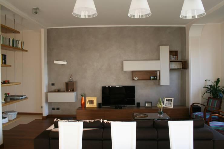 E+P HOME: Sala da pranzo in stile  di enrico massaro architetto