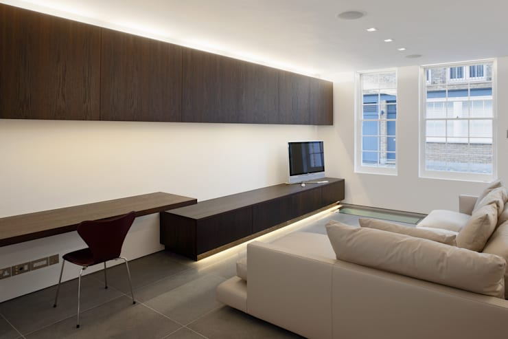 Hyde Park Mews:  Living room by Gregory Phillips Architects