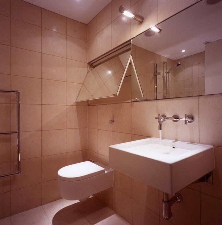 Shoreditch Baños de estilo clásico de Gregory Phillips Architects Clásico