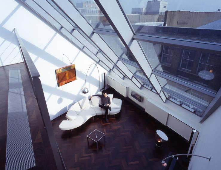 Shoreditch Salones de estilo moderno de Gregory Phillips Architects Moderno