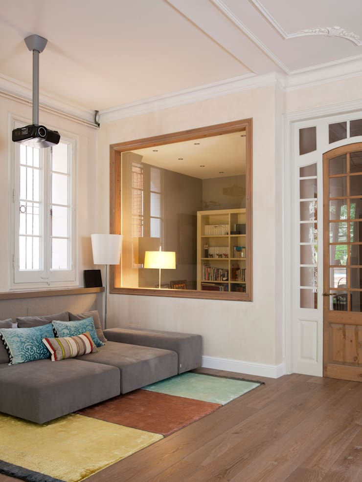 VIVIENDA TIBIDABO: Salones de estilo minimalista de Meritxell Ribé - The Room Studio
