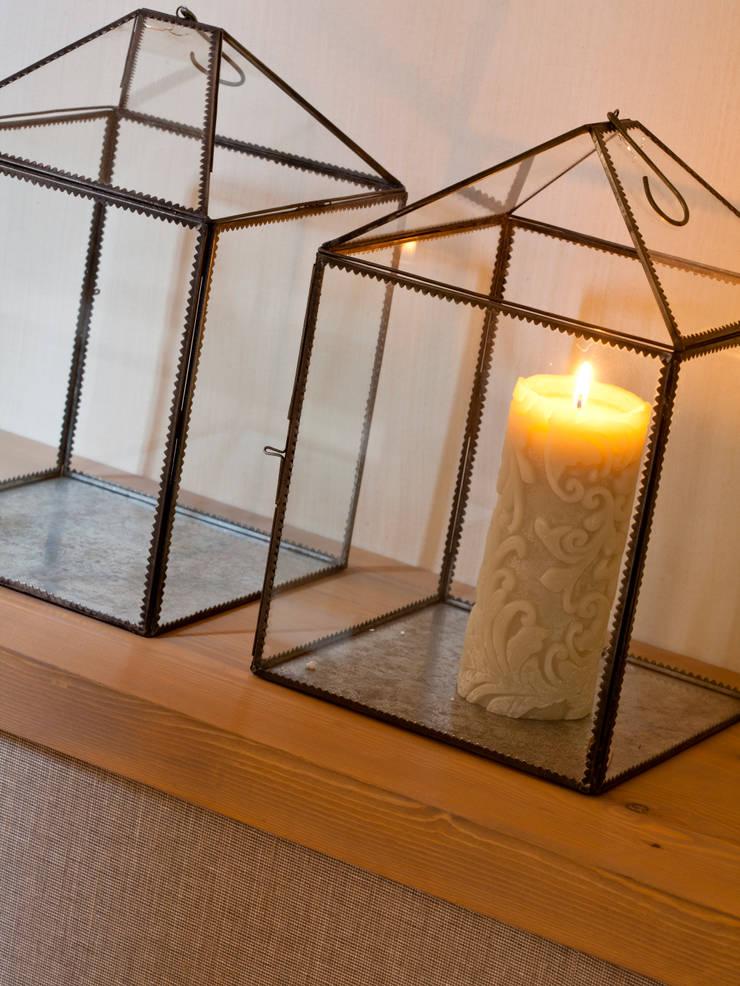 VIVIENDA TIBIDABO: Hogar de estilo  de Meritxell Ribé - The Room Studio