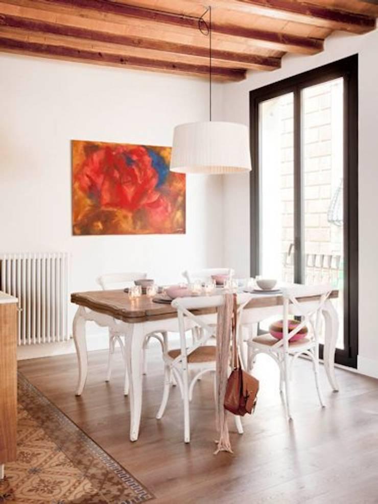 VIVIENDA EL GÒTIC: Comedores de estilo rústico de Meritxell Ribé - The Room Studio