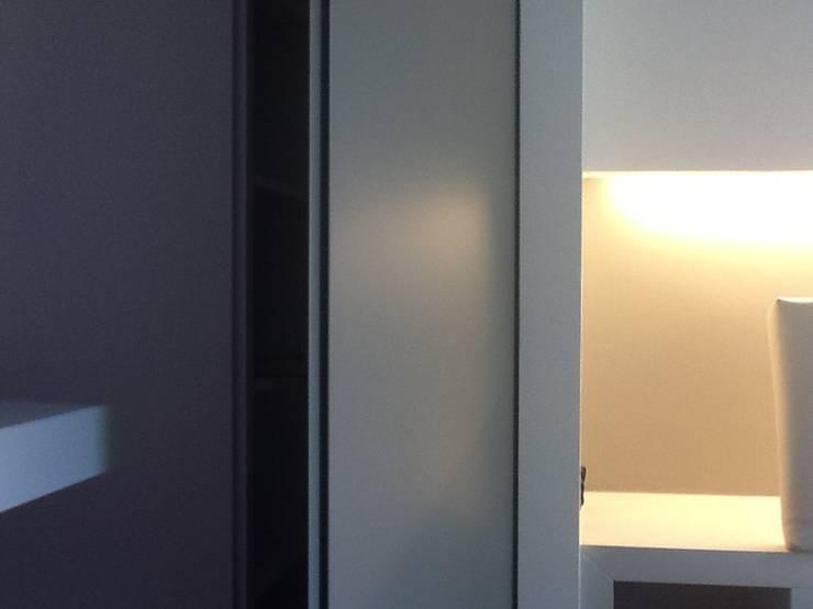 Tutta un'altra camera: Camera da letto in stile  di Giussani Patrizia