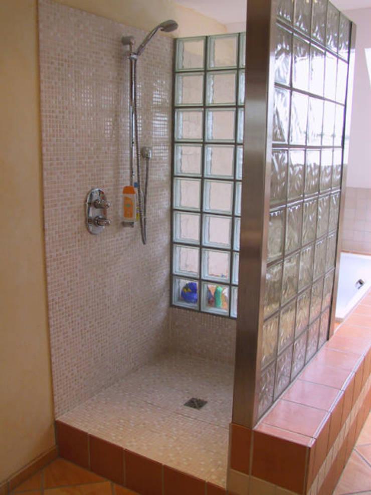 Dusche:  Badezimmer von B a r b a r a V o l m e r Interieur Design,Mediterran
