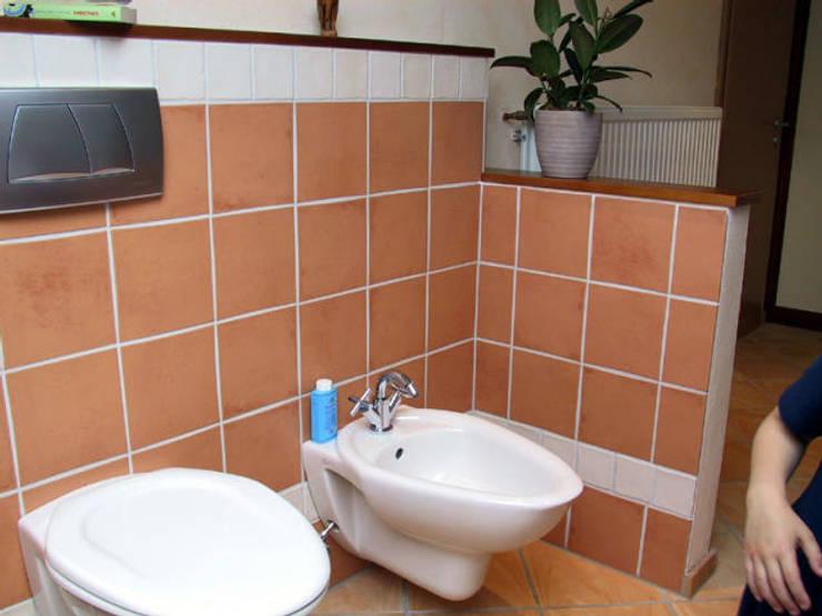 Bidet und WC:  Badezimmer von B a r b a r a V o l m e r Interieur Design,Mediterran