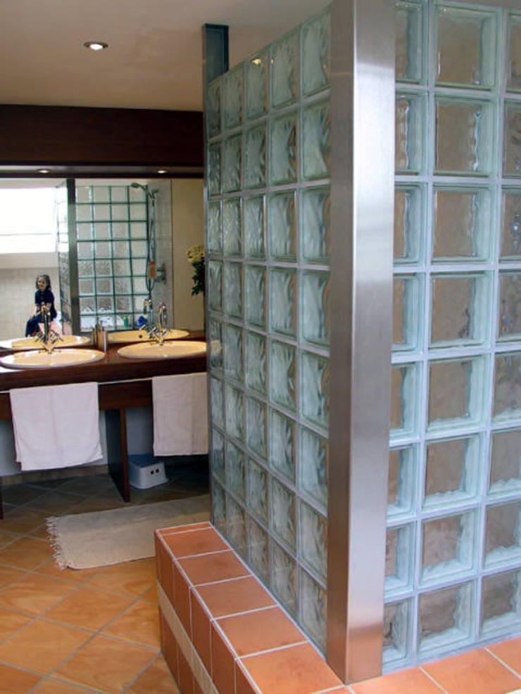 Duschwand:  Badezimmer von B a r b a r a V o l m e r Interieur Design,Mediterran