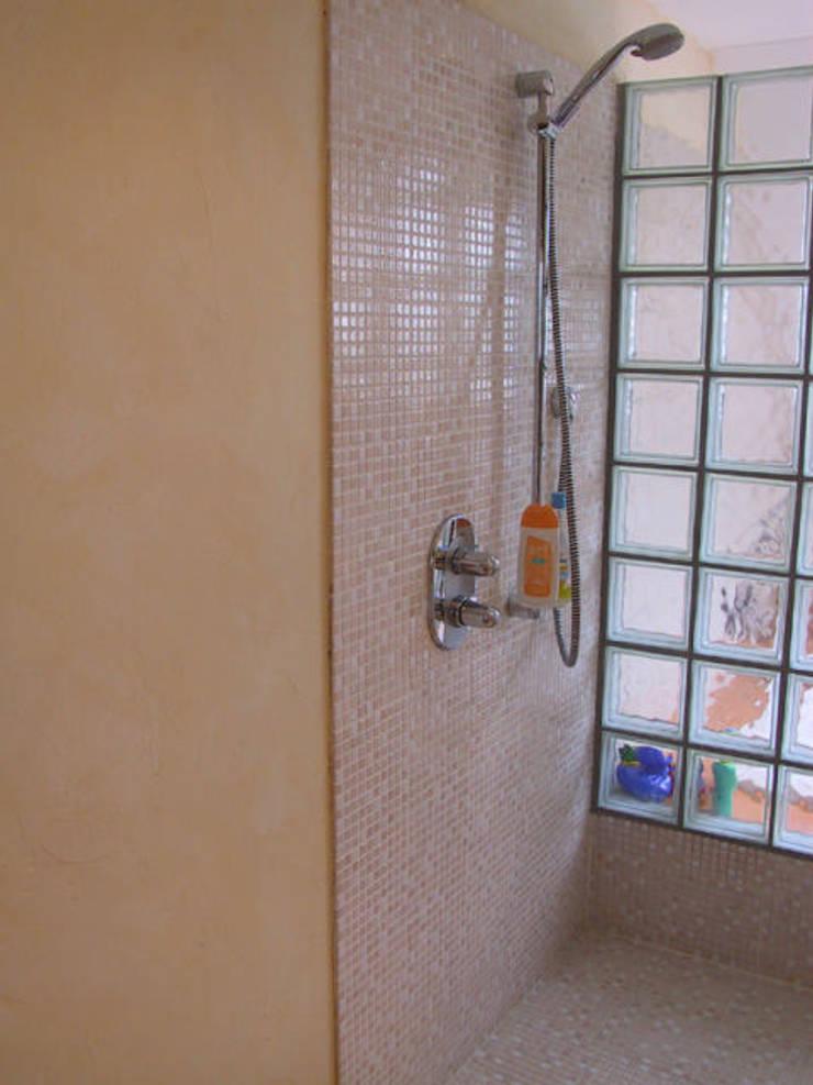 Detail Dusche:  Badezimmer von B a r b a r a V o l m e r Interieur Design,Mediterran