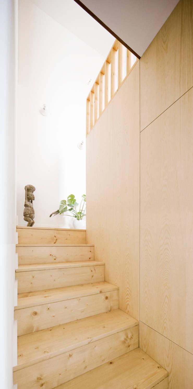 Escalera Reforma Urgell : Pasillos y vestíbulos de estilo  de Anna & Eugeni Bach