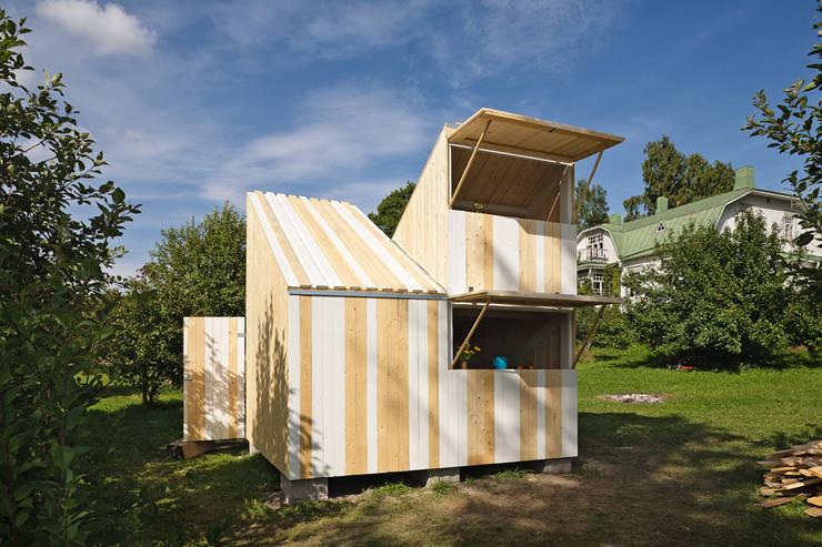 Playhouse / La Casita: Dormitorios infantiles de estilo  de Anna & Eugeni Bach