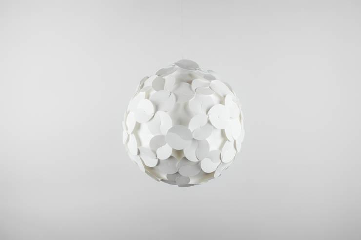 Ego Dama White: Salones de estilo  de DesignCode