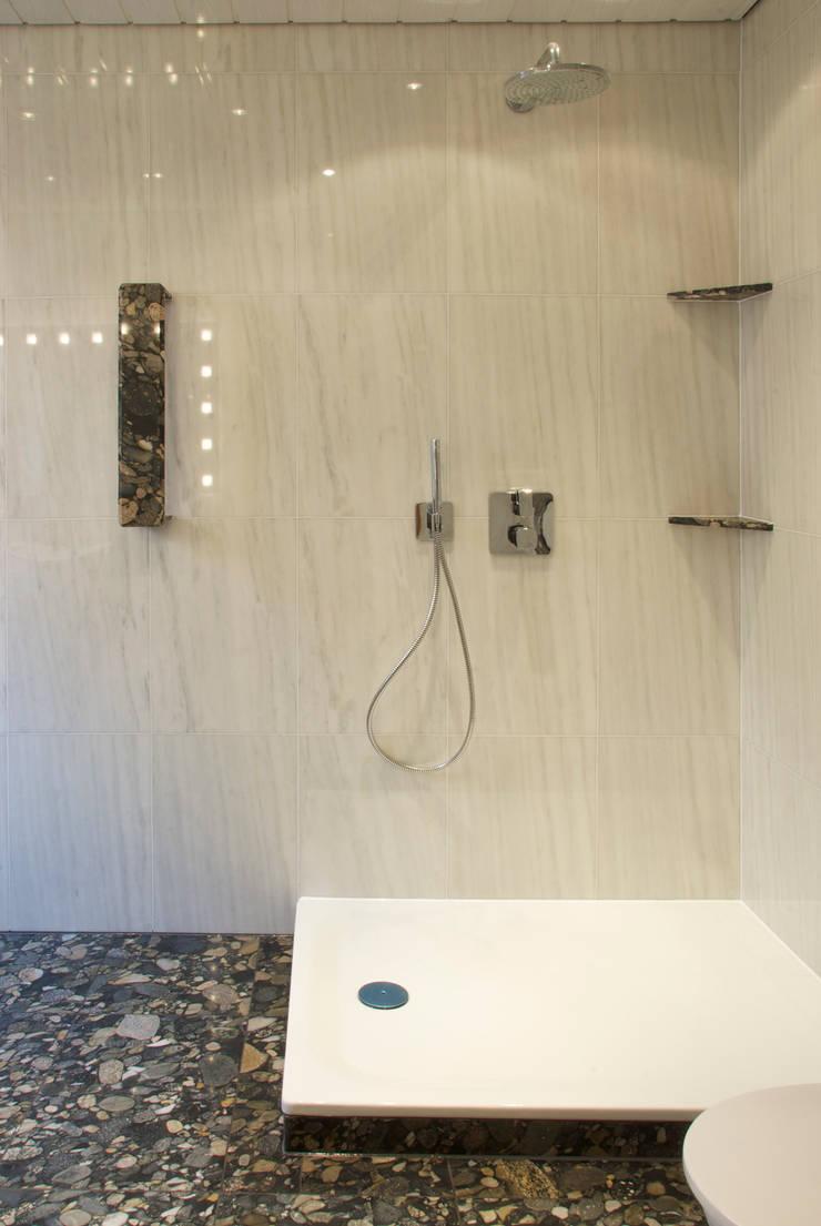 Baños de estilo  por Pientka - Faszination Naturstein, Ecléctico