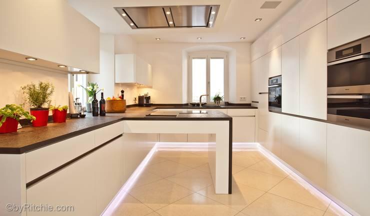 Cocinas de estilo  por Architekturbüro Ferdinand Weber