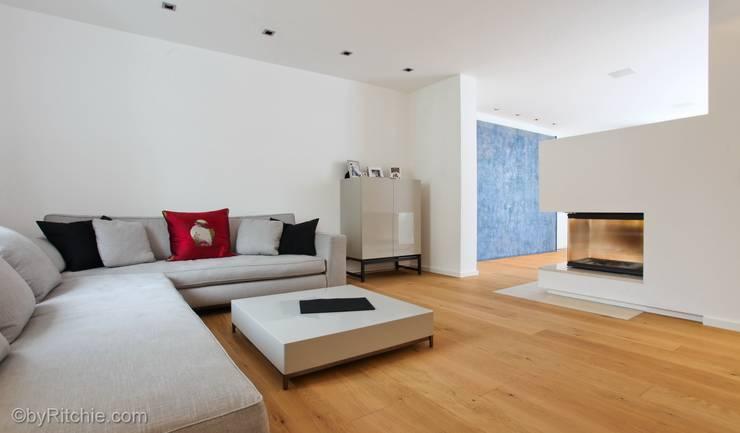 Salas de estilo  por Architekturbüro Ferdinand Weber