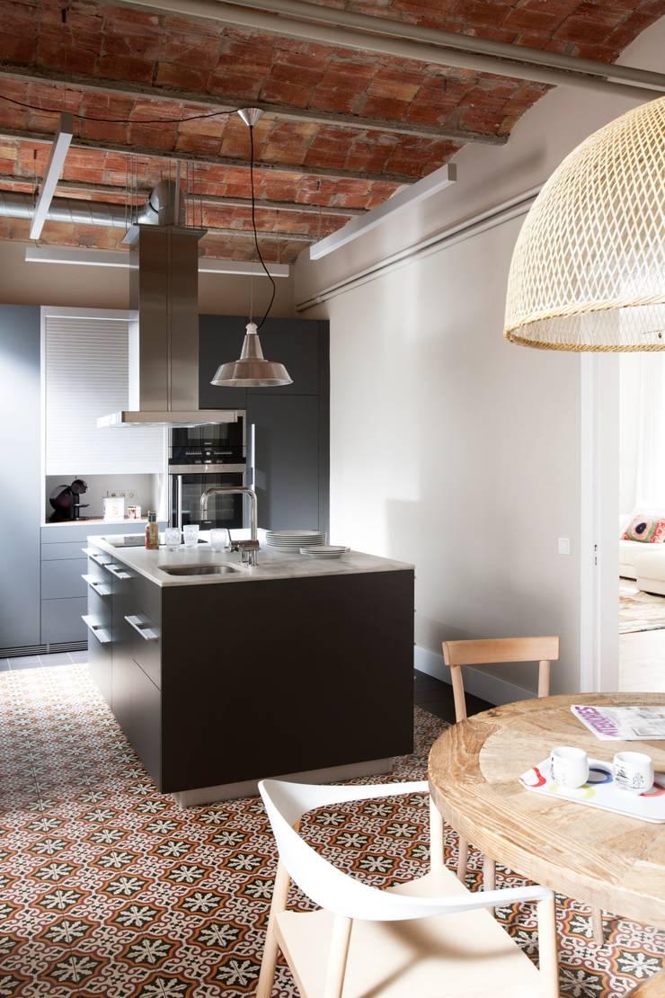 VIVIENDA TRAVESSERA: Cocinas de estilo colonial de Meritxell Ribé - The Room Studio