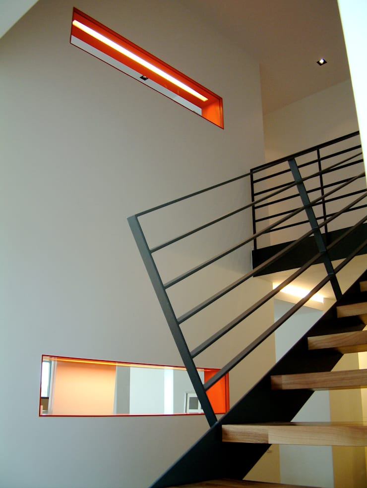 Corredores e halls de entrada  por Architekturbüro Ferdinand Weber