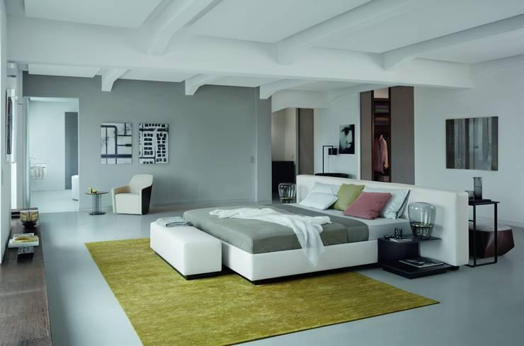 Yuuto: moderne Schlafzimmer von Walter Knoll