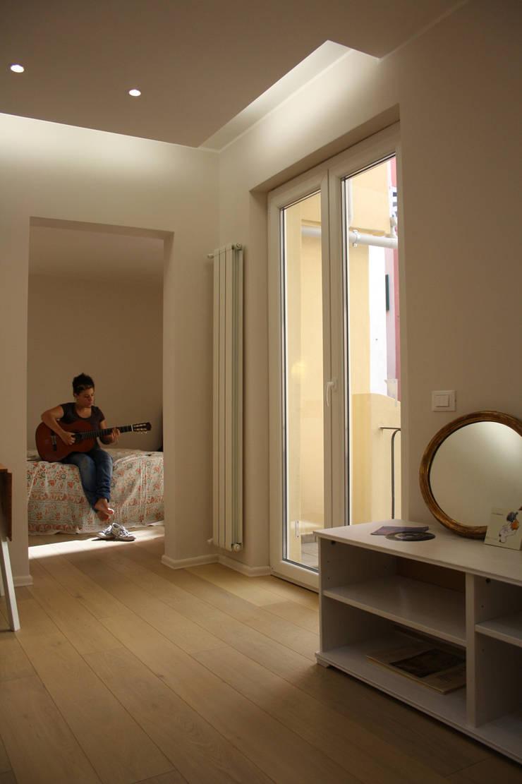 Wohnzimmer von ALESSANDRA ALFIERI ARCHITETTO, Ausgefallen