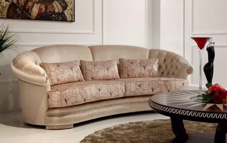 Maravilloso mobiliario en línea clásica: Salones de estilo clásico de MUMARQ ARQUITECTURA E INTERIORISMO