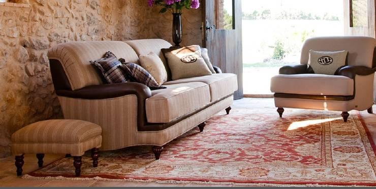klassische Wohnzimmer von MUMARQ ARQUITECTURA E INTERIORISMO