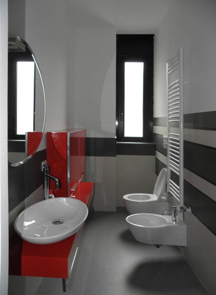 Appartamento_V: Bagno in stile  di LMarchitects