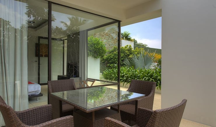 Patio dining area:  Terrace by Alissa Ugolini - homify UK