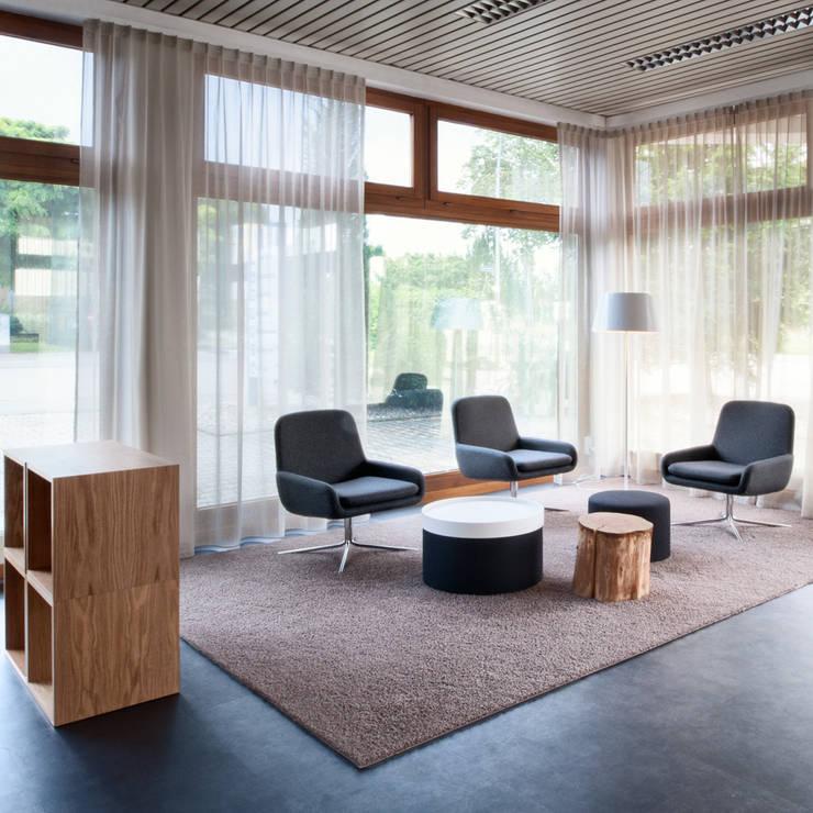 Salas de estar  por Schreinerei Gürr GmbH