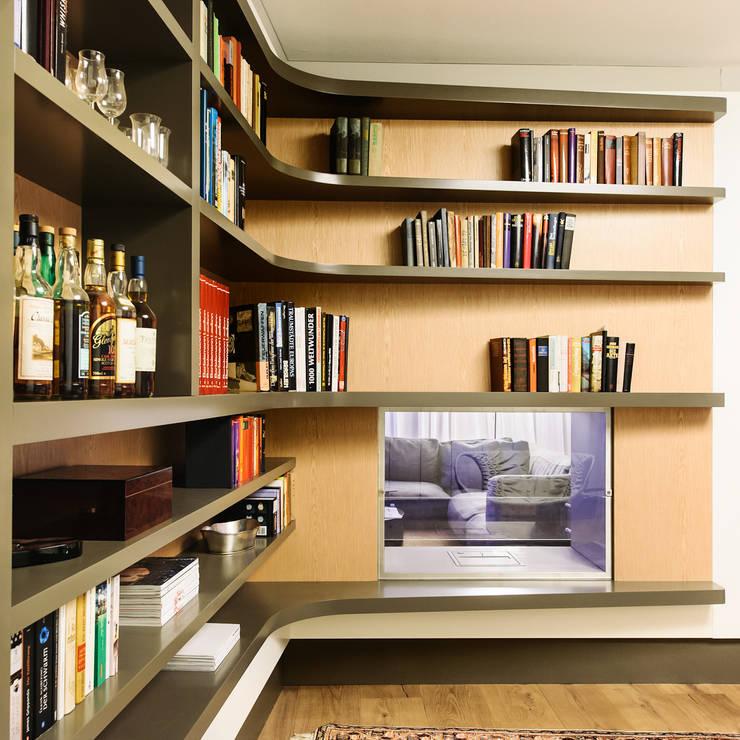 Salas / recibidores de estilo  por Schreinerei Gürr GmbH