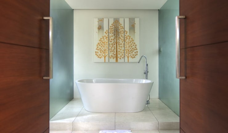 Bath:  Bathroom by Alissa Ugolini - homify UK