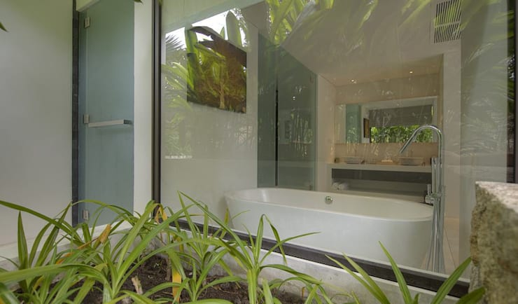 Bathroom from outside:  Bathroom by Alissa Ugolini - homify UK