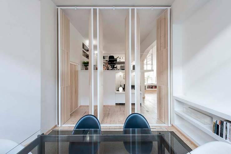 Estudios y biblioteca de estilo  por StudioKami Architecture & Engineering