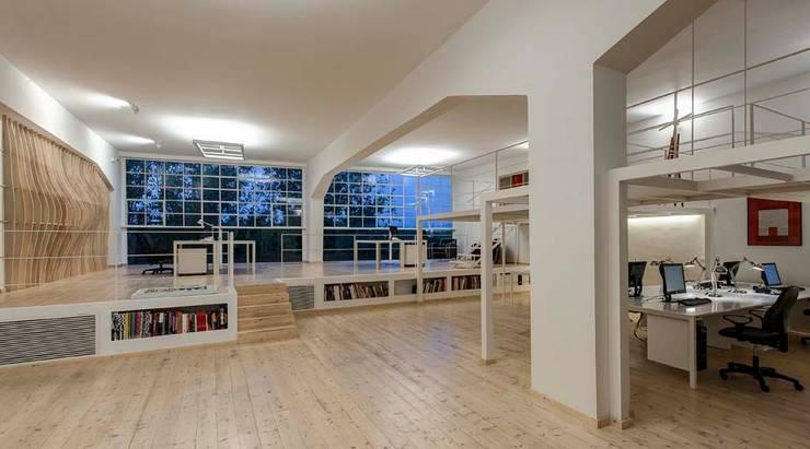 Studio Loft: Negozi & Locali commerciali in stile  di StudioKami Architecture & Engineering