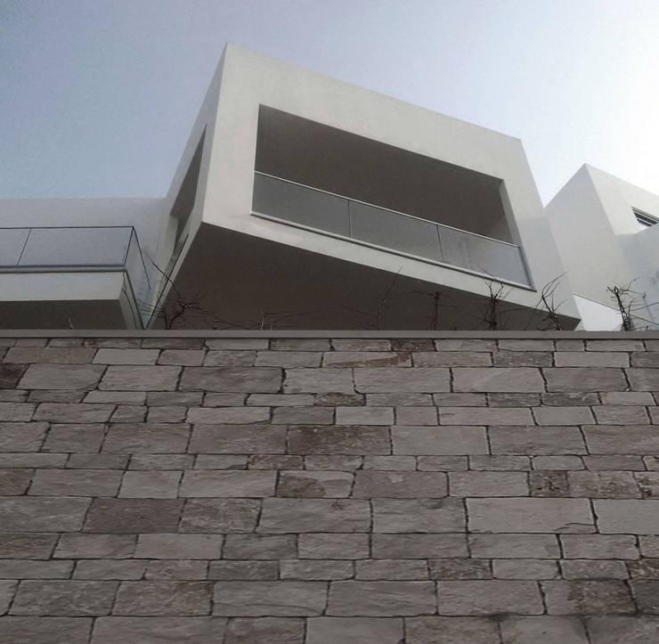Complesso residenziale: Case in stile  di Monica Alejandra Mellace