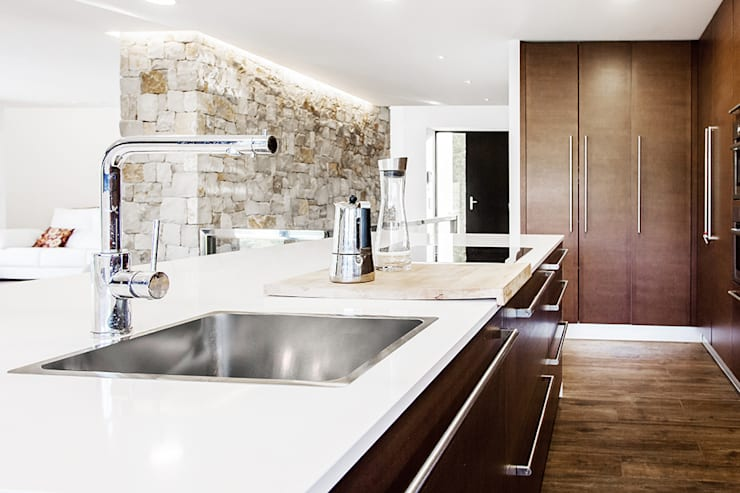 minimalistische Küche von Chiralt Arquitectos