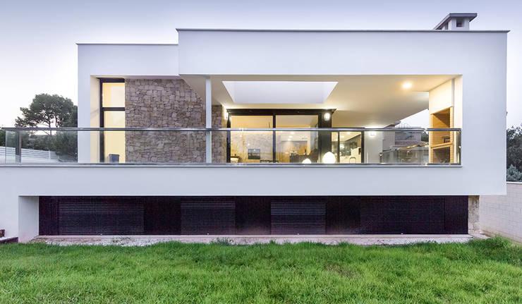 Fachada de la terraza de la Casa Gerard - Chiralt Arquitectos : Casas de estilo minimalista de Chiralt Arquitectos