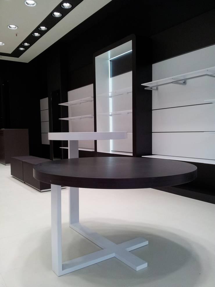 Licencias, coordinación y Ejecución de integral de zapatería franquicia Geox Respira: Oficinas y Tiendas de estilo  de AG INTERIORISMO