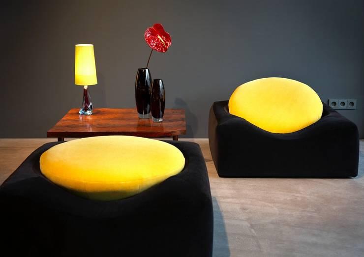 Lounge area: moderne Wohnzimmer von Conni Kotte Interior
