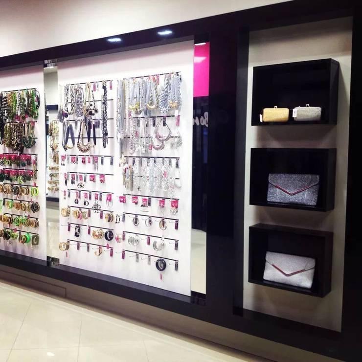 Tienda de Complementos <q>Qbonico</q>: Oficinas y Tiendas de estilo  de AG INTERIORISMO