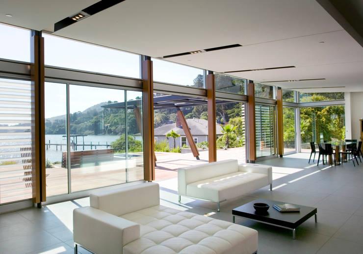Tiburon House: Case in stile  di Andrea Ponsi architetto