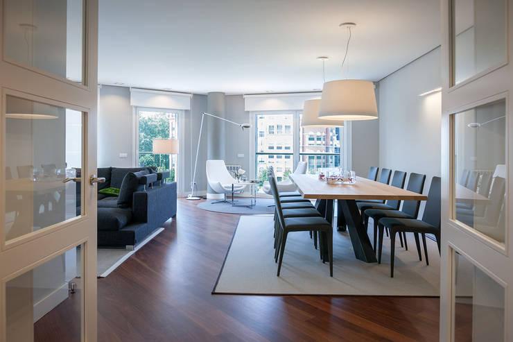 Salle à manger de style de style Moderne par URBANA 15