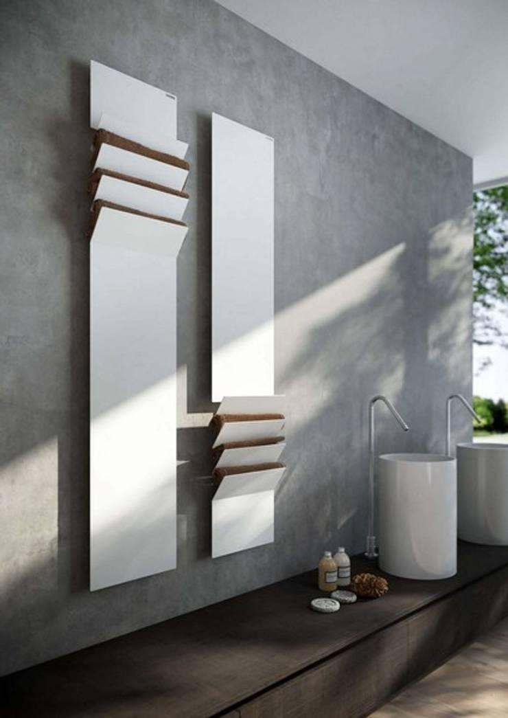 VD 5501: Couloir, entrée, escaliers de style  par Varela  Design