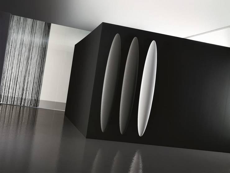 VD 5511: Couloir, entrée, escaliers de style  par Varela  Design