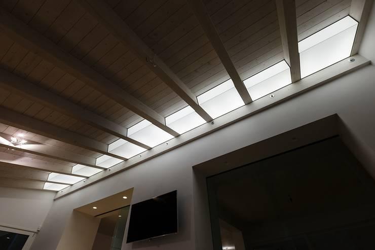 TWIN's House 2: Bagno in stile  di ARCHILAB architettura e design