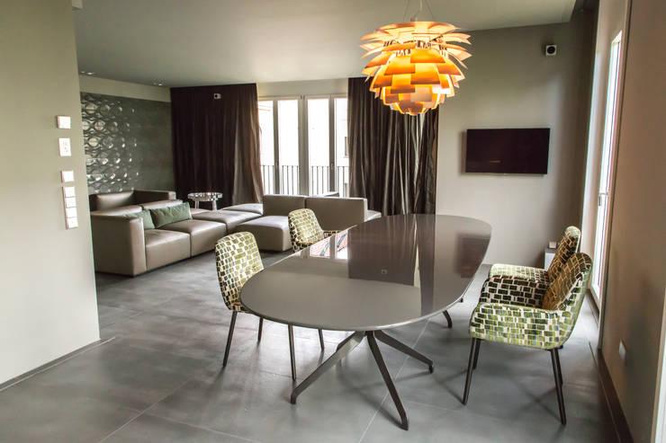 Living the life – Apartment im Herzen Berlins:  Esszimmer von Conni Kotte Interior,Modern